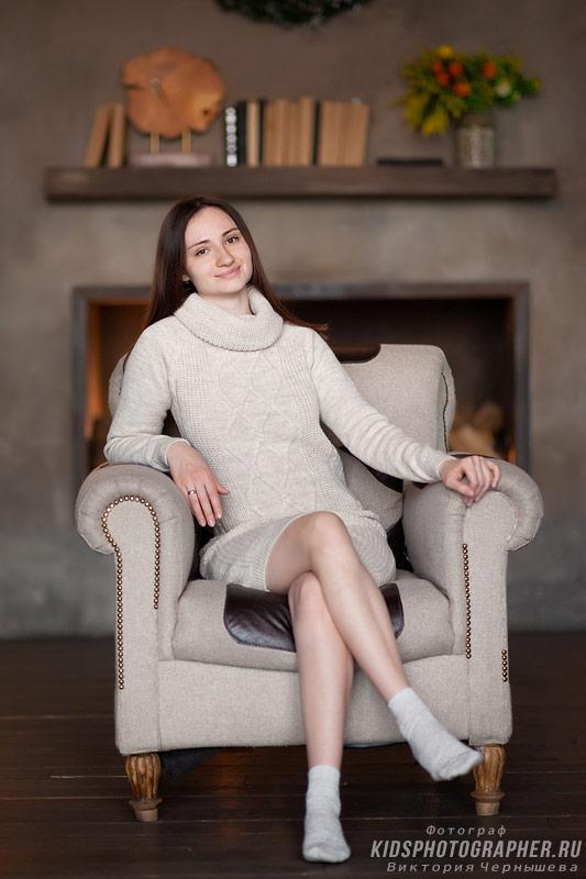 Женский портрет в кресле