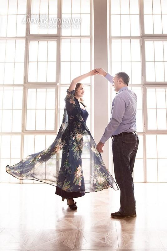 Танец с развивающимся платьем