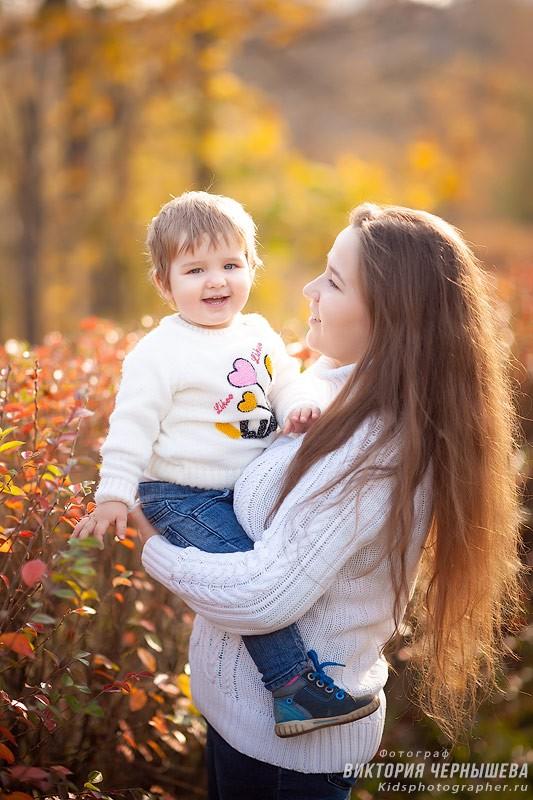 мама и дочка портрет осенью в парке