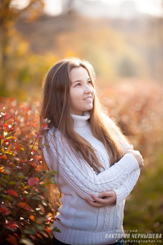 фотосессия девушки в парке осенью фото