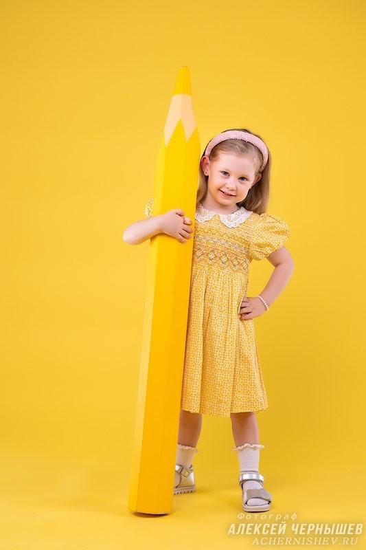 Фотосессия на желтом фоне